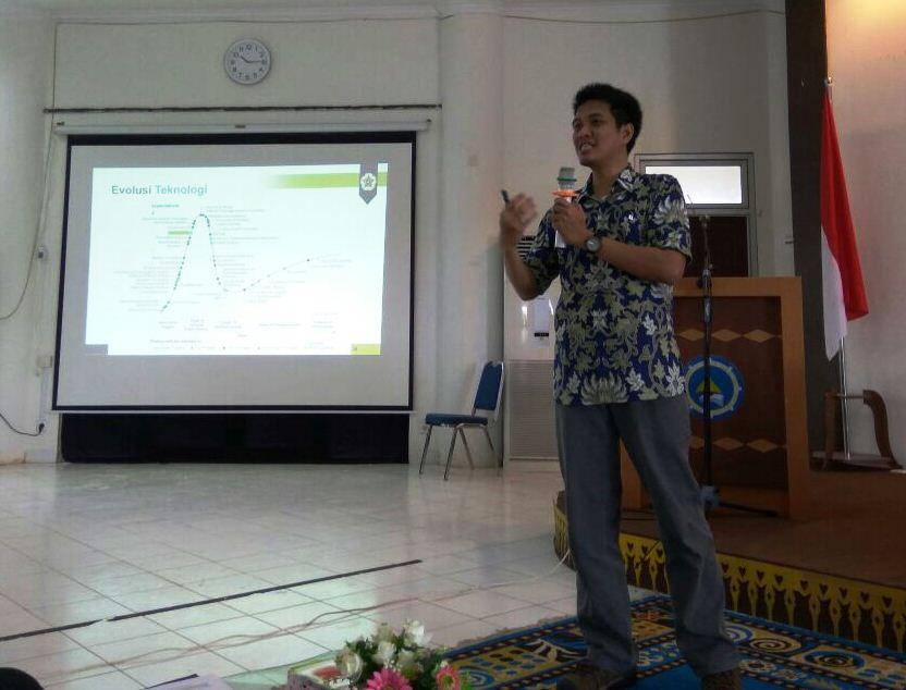 Pak Dr. Mardhani menjelaskan tentang Evolusi Teknologi